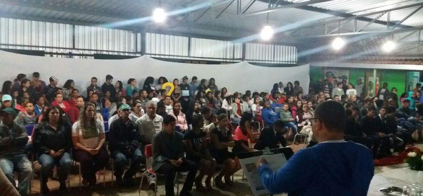 MST realiza 'Feira do Conhecimento' com cinco escolas no sudoeste da Bahia