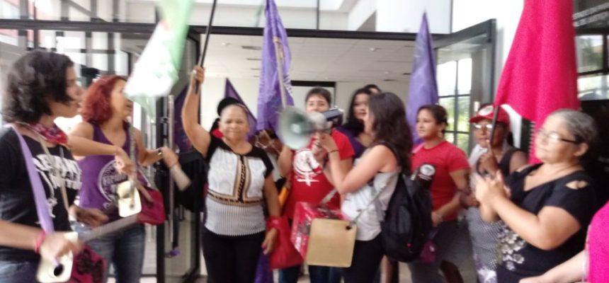 Mulheres do campo e da cidade ocupam o Ministério Público em João Pessoa