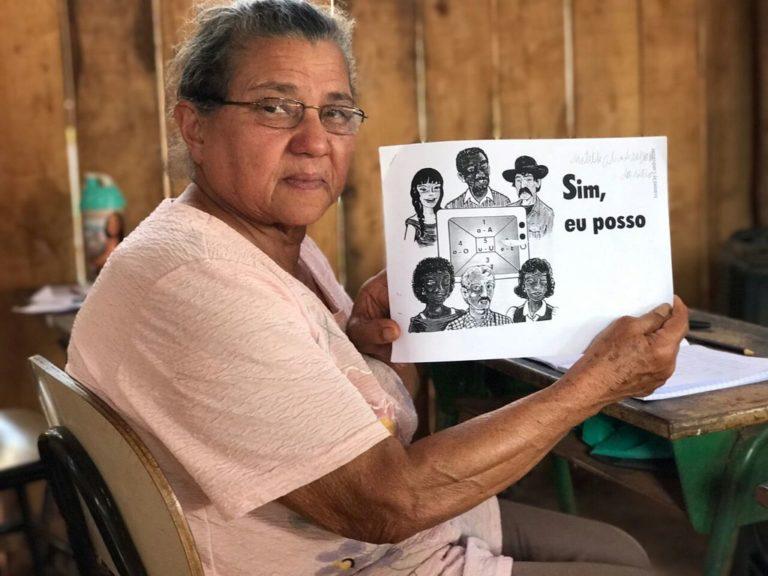 """acampamento do MST erradica analfabetismo com o """"Sim"""