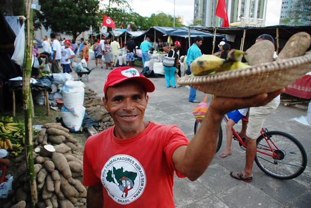 Feiras da Reforma Agrária: alimentação saudável com o selo do MST
