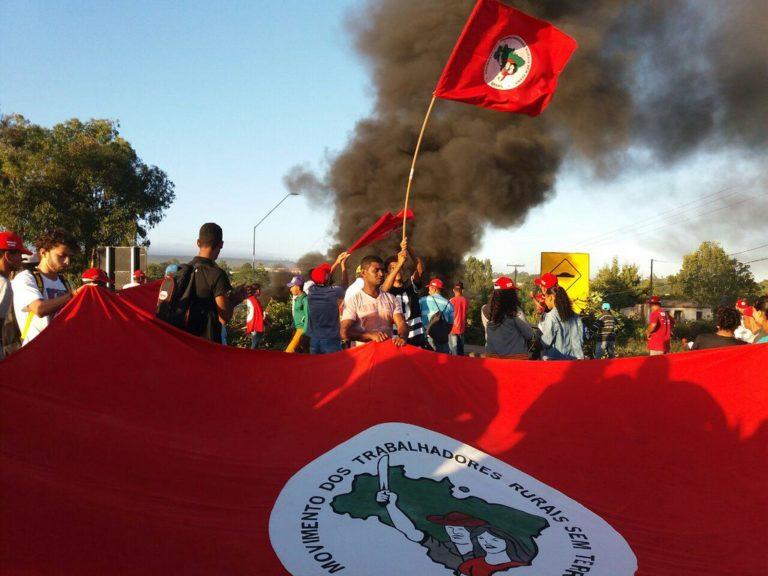 Trabalhadores Sem Terra fecham rodovias na Bahia e afirmam: Eleição Sem Lula é Fraude