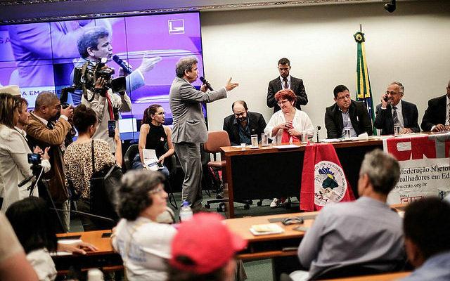 Ato contra reforma mobiliza parlamentares e movimentos populares