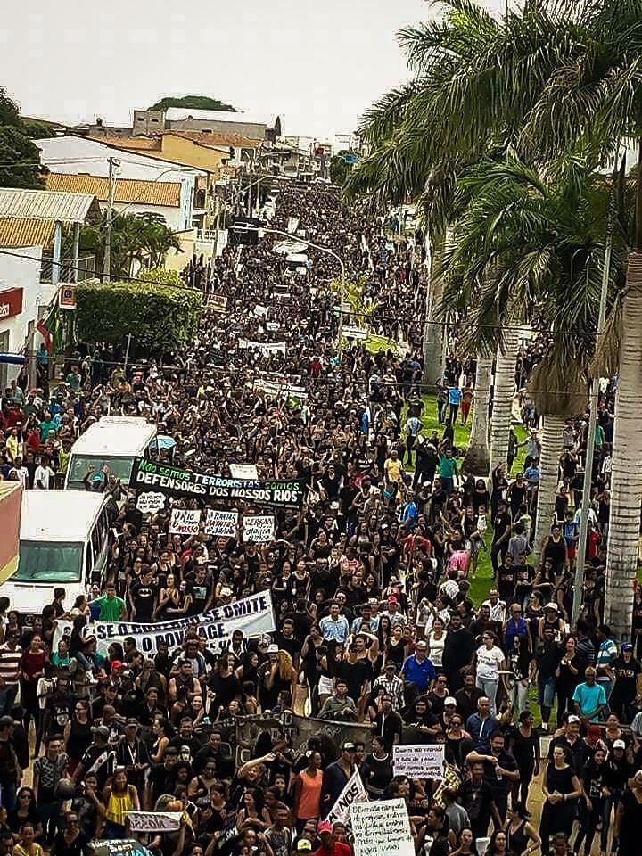 protesto-em-Correntina1.jpg