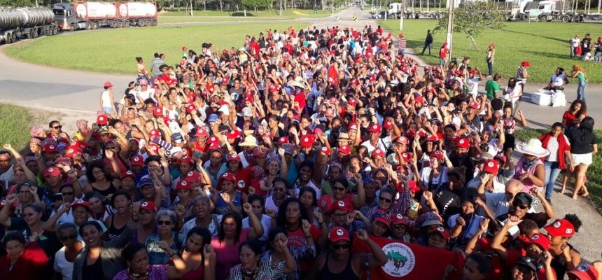 No Extremo Sul da Bahia, mil mulheres Sem Terra ocupam a fábrica de celulose da Suzano