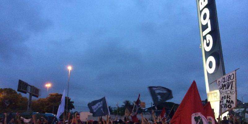Mulheres ocupam jornal O Globo em defesa da democracia