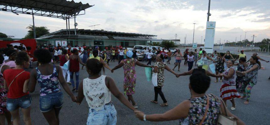 Mulheres Sem Terra ocupam base da Petrobrás em São Sebastião do Passé (BA)
