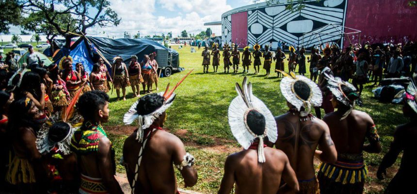Acampamento Terra Livre reúne três mil indígenas em Brasília
