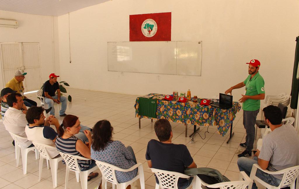 Na Cootap, conferencistas conheceram a história da cooperativa. Foto Catiana de Medeirosjpg.jpg