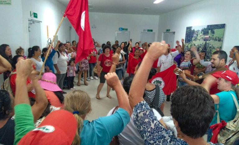 Mulheres Sem Terra ocupam o INCRA em Santa Catarina