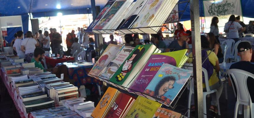 Café com livros saudáveis para a luta