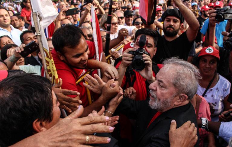 diz acampado em referência a Lula