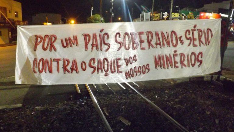 Movimentos Populares ocupam trilhos de mineradoras transnacionais em Catalão (GO)