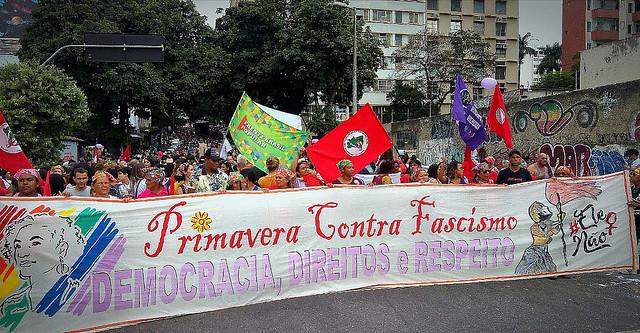 Mulheres do campo e da cidade saem às ruas de Belo Horizonte
