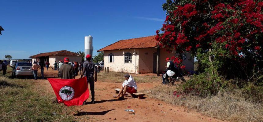 MST ocupa fazenda improdutiva em Agudos, em SP
