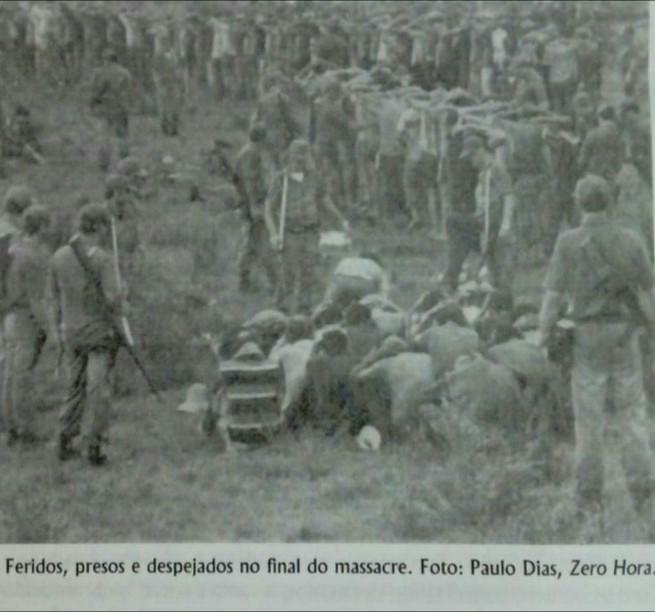 Eles entraram atirando e muita gente foi baleada, pisoteada e cortada com baionetas_, relata Adelar Pretto.jpeg