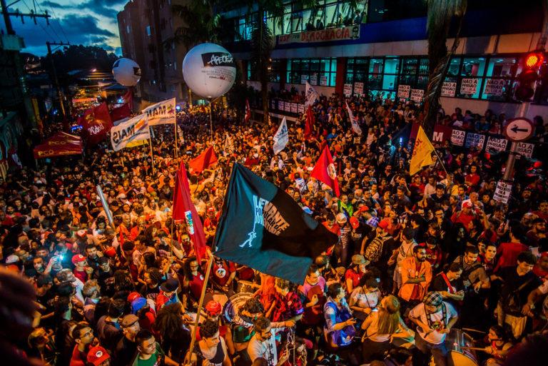 centenas de jovens se reunirão para debater a crise no Brasil