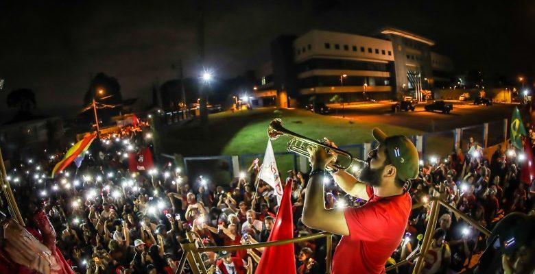 Um ano depois, Vigília Lula Livre segue sendo a base de apoio em Curitiba
