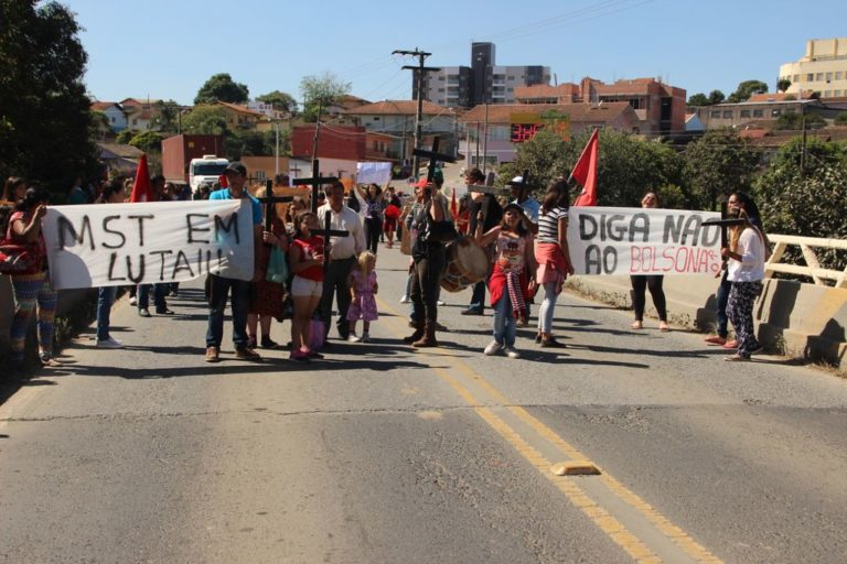 Ato em Rio Negrinho denuncia violência no campo