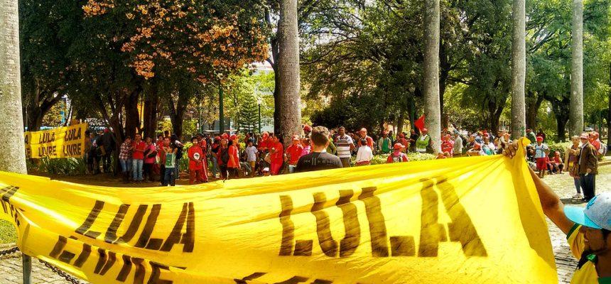 Em ato político, MST exige o cumprimento dos compromissos do governo de Minas Gerais