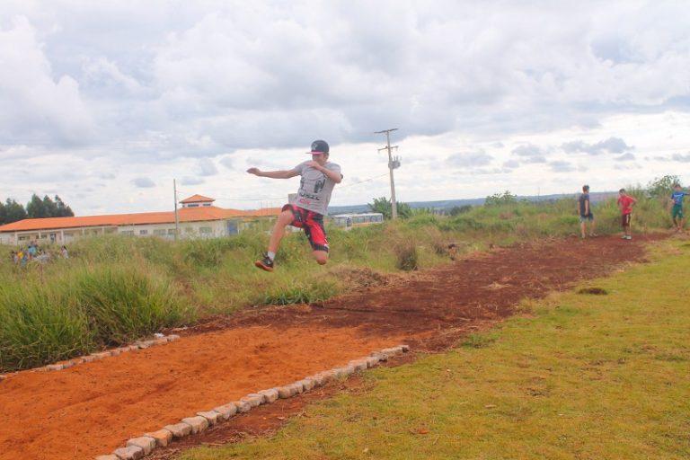 Escola Sem Terra conquista medalhas e troféus em jogos escolares no Paraná