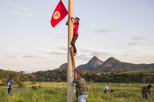 MST ocupa fazenda improdutiva em Rio das Ostras (RJ)