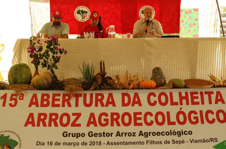 Arroz orgânico: assentados comemoram produção e lideranças defendem o direito de Lula ser candidato
