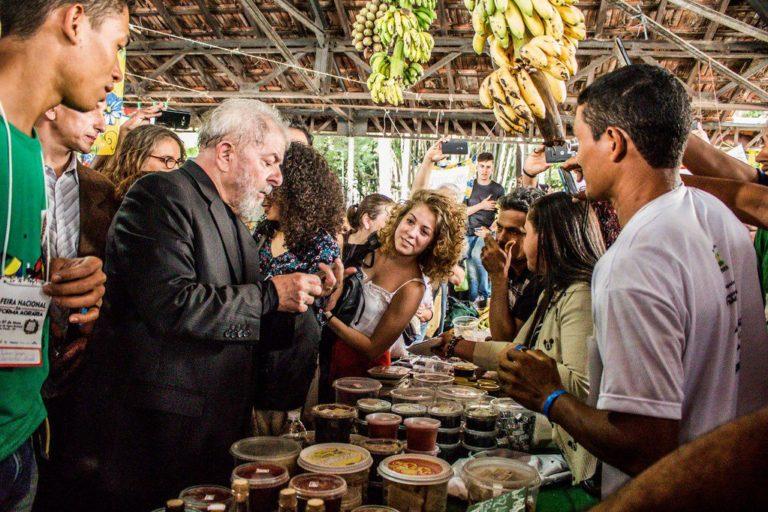 """Lula: """"A Feira é uma demonstração para a sociedade do resultado da luta do MST"""""""
