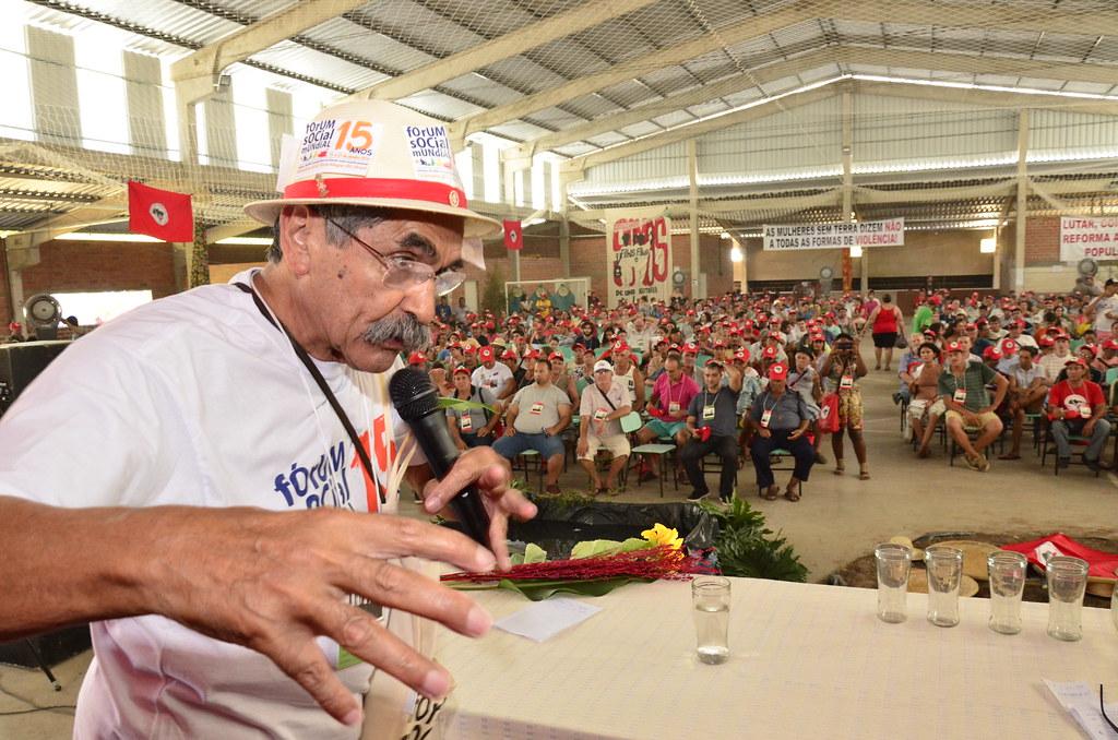 Olívio Dutra durante encontro estadual do MST no Rio Grande do Sul. Foto Tiago Giannichini.jpg