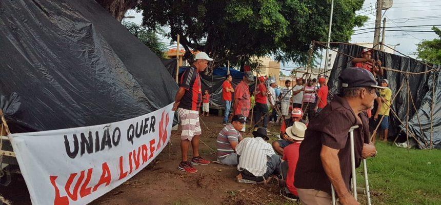 Iniciando Jornada de Lutas, Sem Terra montam acampamento no centro de Maceió