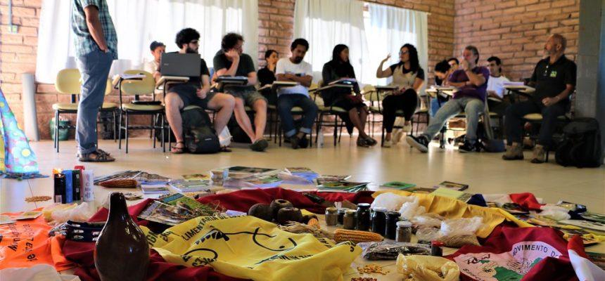 Camponeses e povos indígenas de 13 países debatem o uso das sementes crioulas no Rio Grande do Sul
