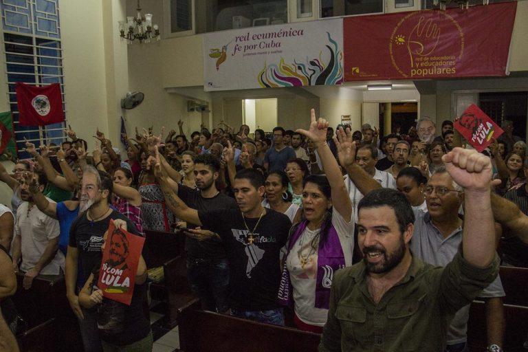 militantes pedem a liberdade de Lula