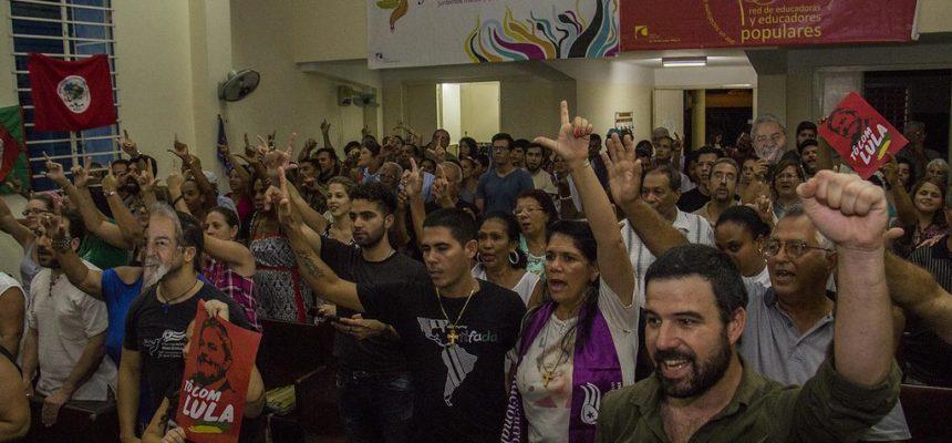 Em ato que antecedeu o Foro de São Paulo, militantes pedem a liberdade de Lula