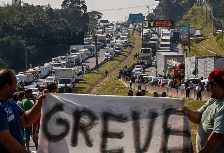 Frente Brasil Popular e Povo Sem Medo se posicionam em defesa da Greve dos Caminhoneiros