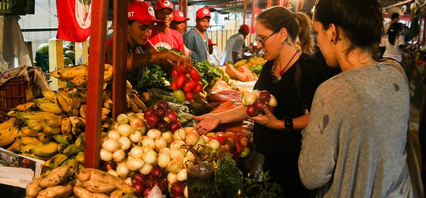 Preços justos e o alimento que carrega a semente de uma outra sociedade