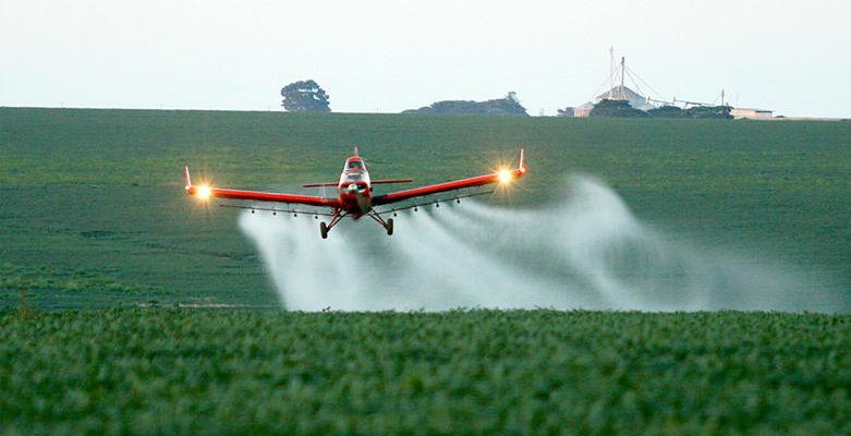 Organização pede proibição da pulverização aérea e veto ao Pacote do Veneno