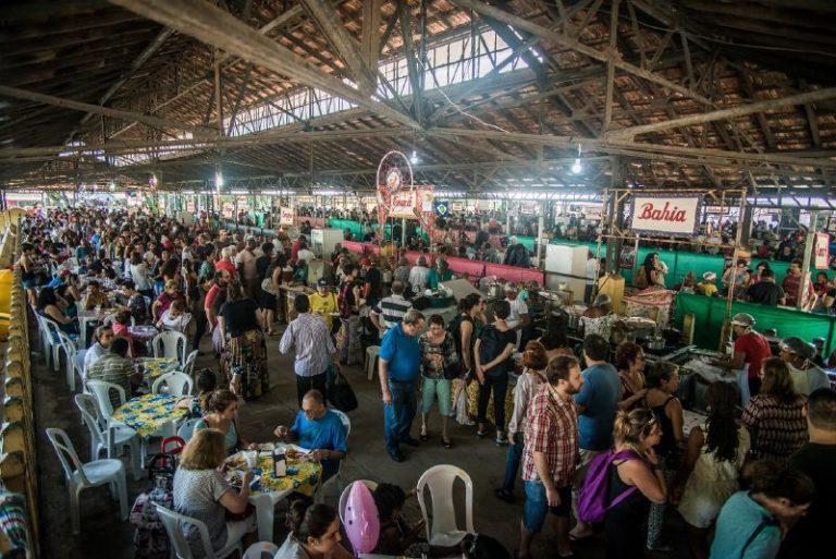 Viajar pelo Brasil dentro da Feira: visitantes celebram a fartura da Reforma Agrária Popular