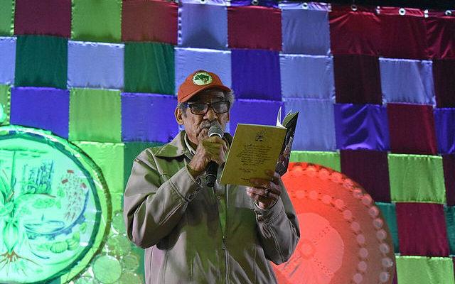 Agricultor lança livro de poesias para falar sobre resistência e a luta pela terra