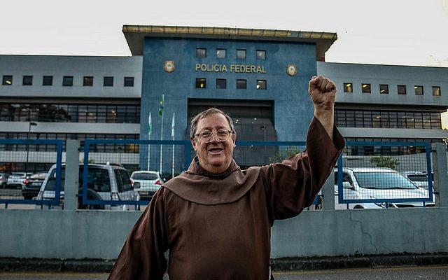 A frei Sérgio Gorgën, Lula afirma que encara período no cárcere como uma provação