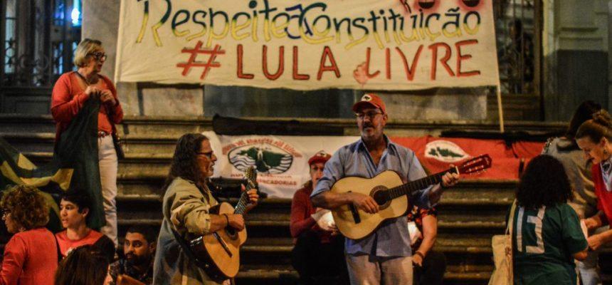 Em BH, movimentos realizam vigília de solidariedade à greve de fome