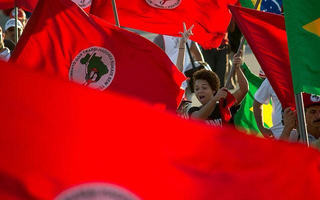 """Força da juventude marca primeiro dia da """"Marcha Lula livre, Lula inocente"""""""