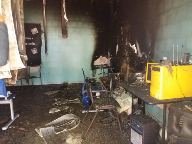 Incêndio destrói escola do campo no Espírito Santo