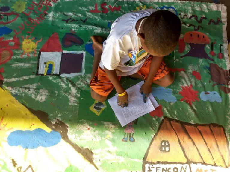 O sonho de Josué: pelo direito das crianças Sem Terrinha contarem sua própria história