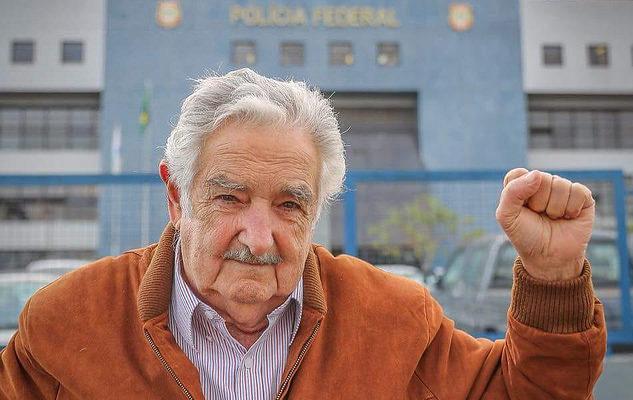 """""""Vim dar um abraço em um querido amigo, que luta"""", diz Mujica"""