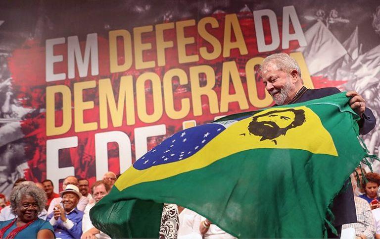 Lula defende democracia e sua legitimidade em se candidatar