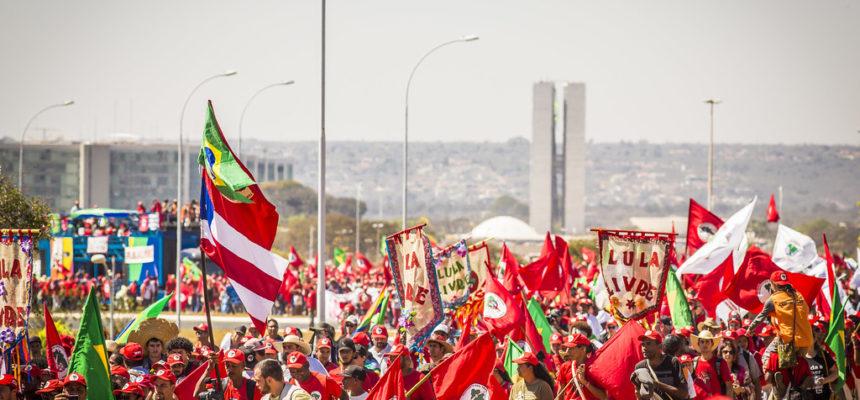 Marcha Nacional Lula Livre reúne movimentos sociais de todo o país em Brasília
