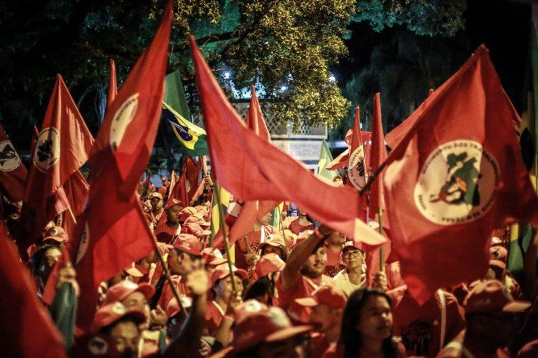 Marcha Lula Livre inicia com atos políticos