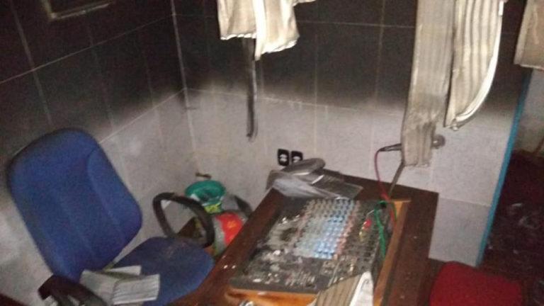 Atentado político destrói rádio comunitária do Pará