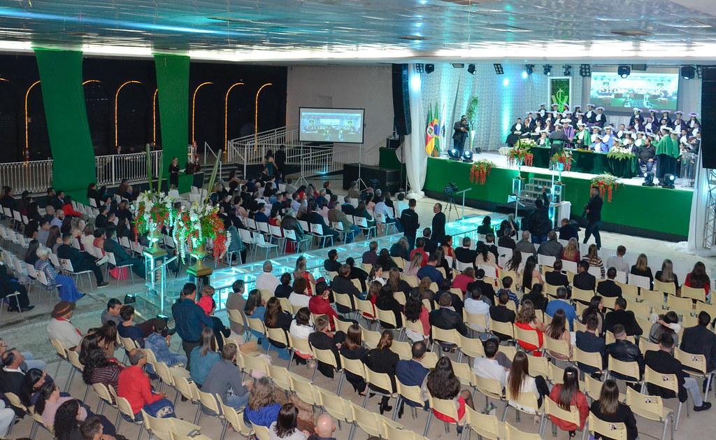 Formatura reuniu centenas de pessoas no Centro de Eventos da Fenadoce. Foto Maurem Silva.jpg