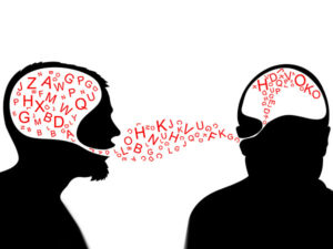 A comunicação é uma arma. Apontada para as nossas cabeças.