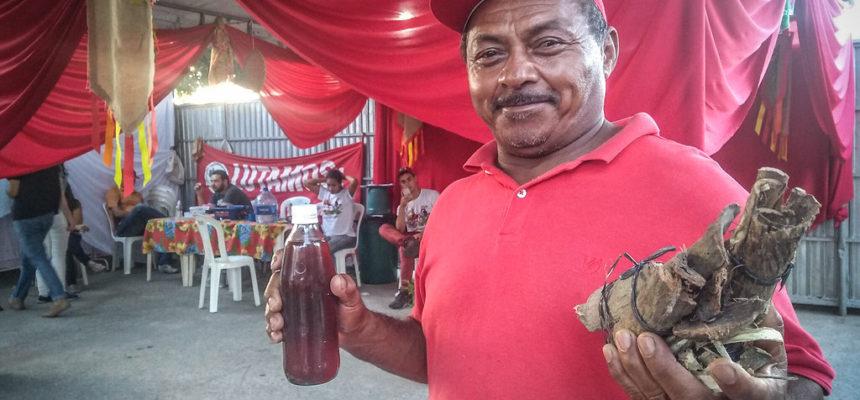 Feirantes e visitantes recebem cuidados populares na Feira da Reforma Agrária